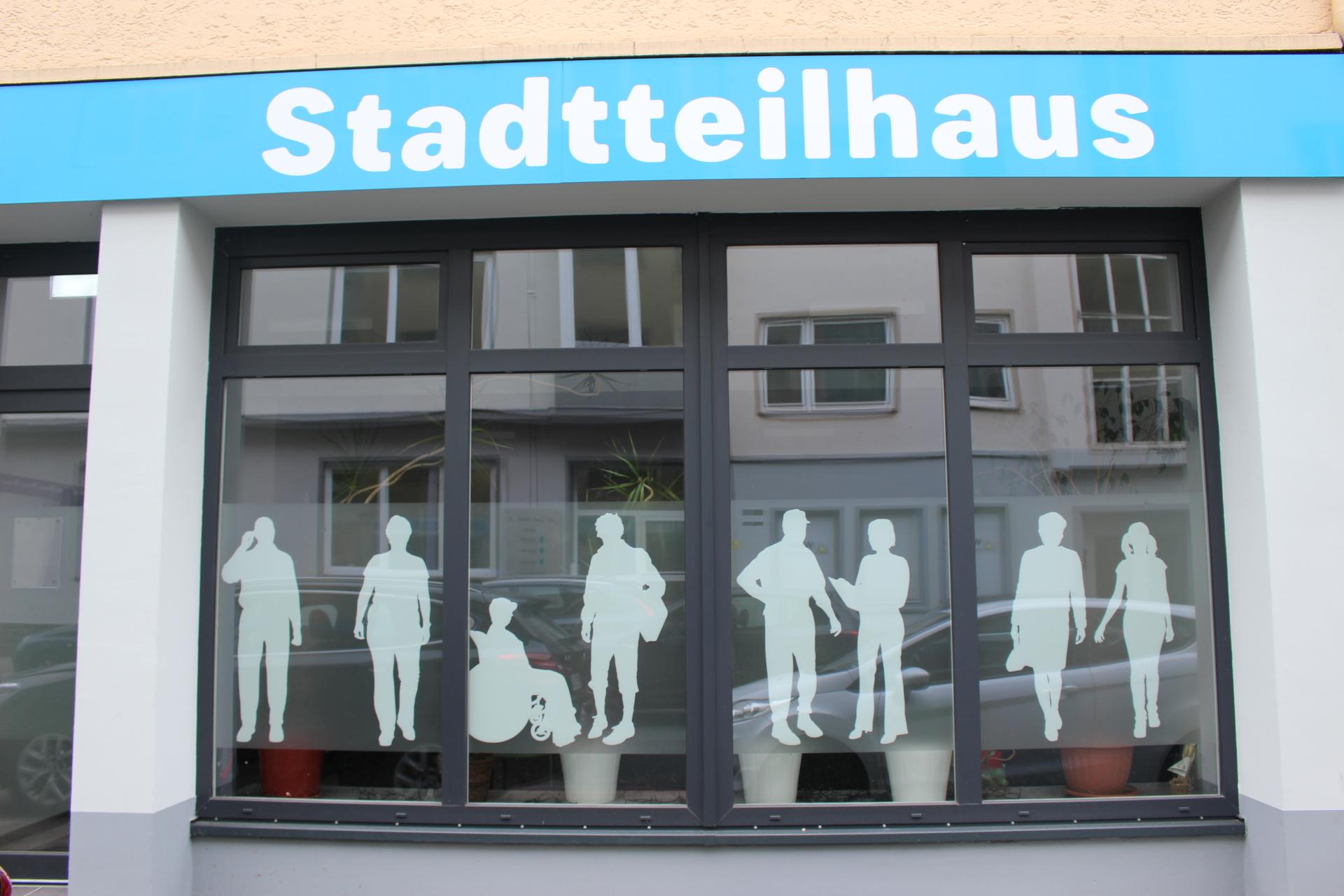 Die Fensterfront des Stadtteilhauses in der Bornstraße 65